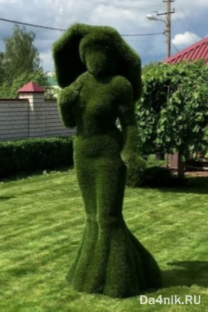 зелёные фигуры из искусственной травы