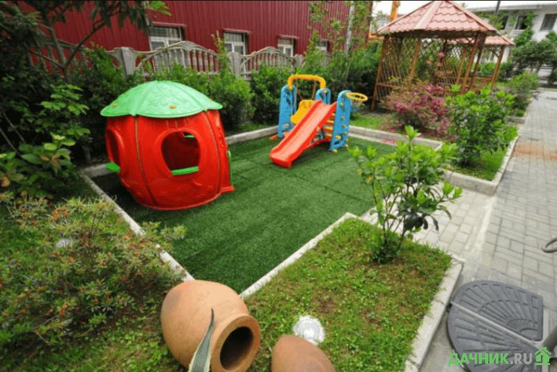 ландшафт небольшого участка детская площадка